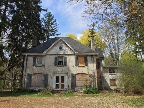 Urban Exploration: Gorgeous Abandoned Ontario Manor
