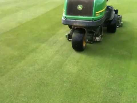 extracut-brush™ John Deere 2500 greens mower demo
