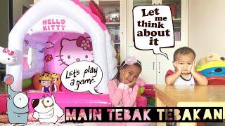 Bermain Tebak Tebakan di Rumah Balon Hello Kitty | Buka Surprise Eggs | Kasih Sayang