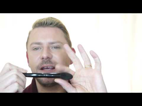 HOW TO CLEAN AND TAKE CARE OF YOUR WAYNE GOSS BRUSHES