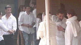 Sunny Deol Arrives To Giv EMOTI0NAL Support to Dimple Kapadia & Akshay Kumar's Family At Mom's L0$$