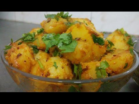 Pahadi style aalu ke gutke with dhaniya ki chutney.