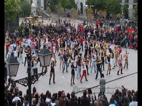 Official Lady Gaga Flashmob Madrid Telephone & Bad Romance (480 Full Screen)