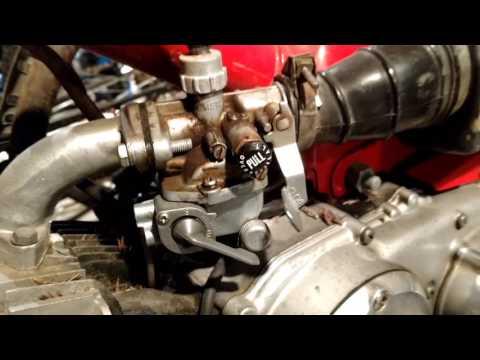 Adjusting the carburetor on a Honda CT90