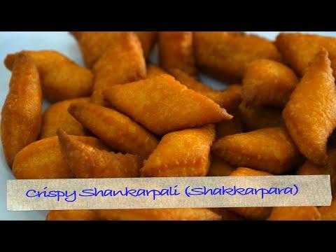 Crispy Shankarpali or Shakkarpara