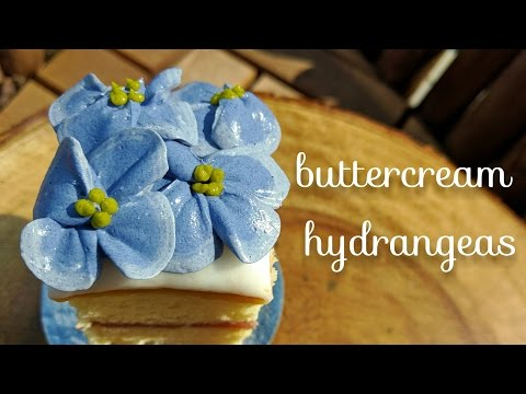 Buttercream hydrangeas - how to pipe hydrangea flowers