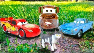 Disney Cars Tow Mater, Finn McMissile Help Sad Kitten Find Lost Barbie, Lightning McQueen Cars Movie