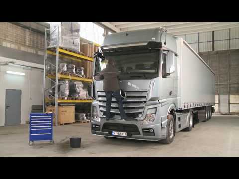Mercedes-Benz Actros Tutorials - Cleaning the windscreen