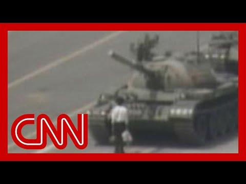 1989: Man vs. Chinese tank Tiananmen square
