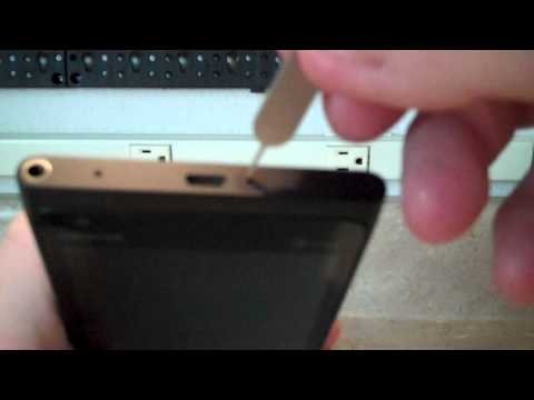 How to remove the SIM card in a Nokia Lumia 900