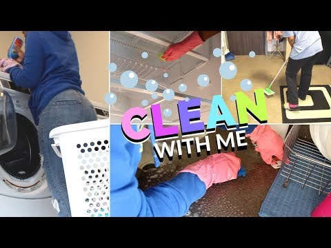 CLEAN WITH ME 2018   College Dorm Edition • CLEANING MOTIVATION