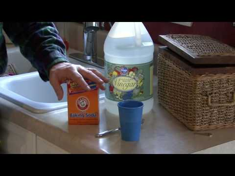 How to unclog a kitchen sink with baking soda and vinegar