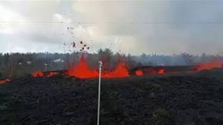 Leilani Estates Hawaii Lava Flow May 5 2018 video from rooftop of flow in front yard
