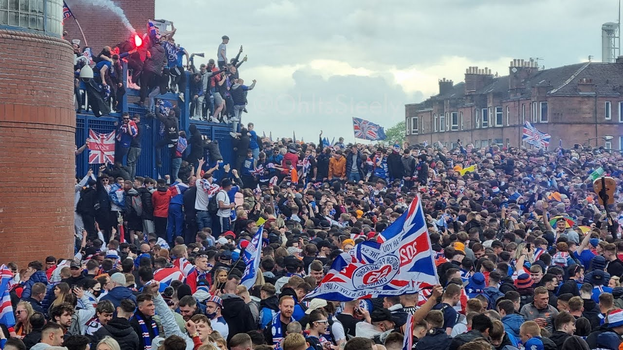 THE TITLE PARTY - RANGERS FANS TAKE OVER GLASGOW