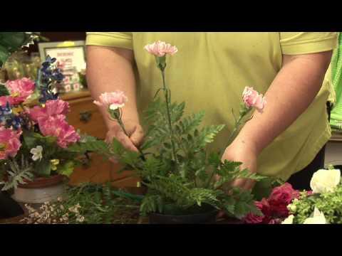 Floral Arrangements : How to Make a Round Floral Arrangement
