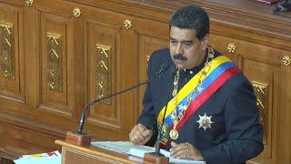 Maduro entrega proyecto de Constitución con el que busca refundar Venezuela