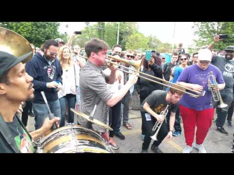High and Mighty Brass Band - So Fresh and So Clean (Outkast) at Live