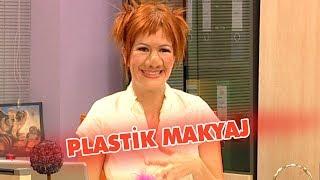 Yaprak plastik makyaj yapmayı öğreniyor - Avrupa Yakası
