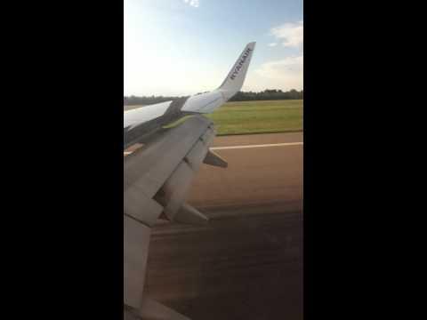 Landing ryanair  stansted London 737 800 next generation
