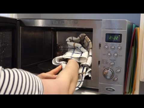 How To Clean A Microwave With Vinegar And Steam!