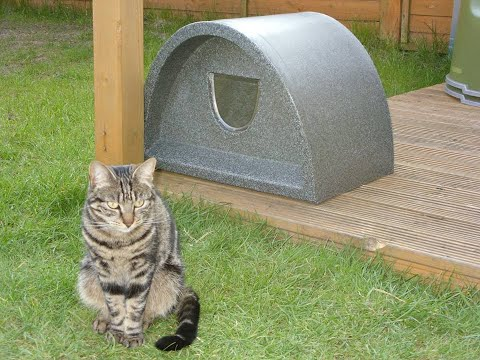 Cosy Cages Ltd - Outdoor Cat house - Plastic Cat House / Igloo With Cat Flap