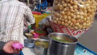eating phuchka ( pani puri) in kolkata Street | kolkata food
