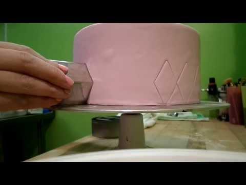 Quick and Simple Fondant Cake Quilting Tutorial