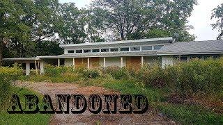 Exploring Abandoned Biker / Gang Member Ranch House (Secret Room Found)