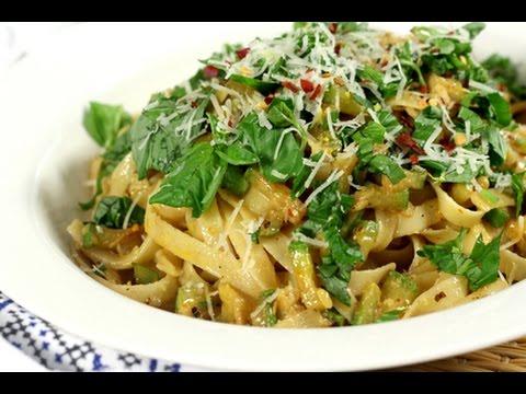 [ENG] Zucchini pasta /المكرونة بالقرع الأخضر - CookingWithAlia - Episode 458