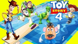 Download Woody and Buzz Last Day of School at Toy Story 4 Swimming Pool Video