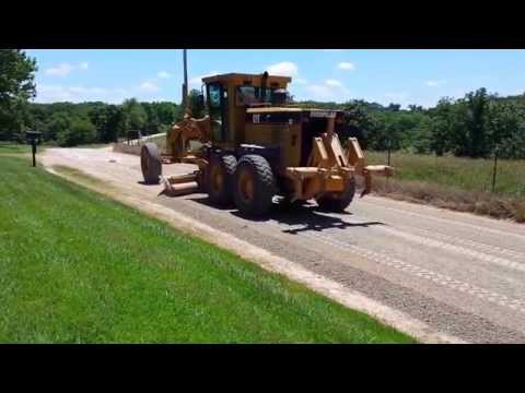 Crowning a freshly laid road