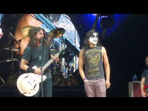 Kiss Guy (YAYO Sanchez) plays Monkeywrench w/ Foo Fighters Austin TX 4-18-18