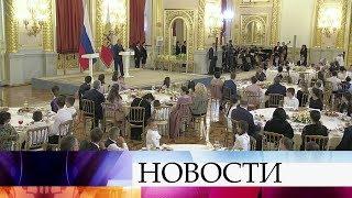 Владимир Путин в Кремле наградил многодетные семьи.