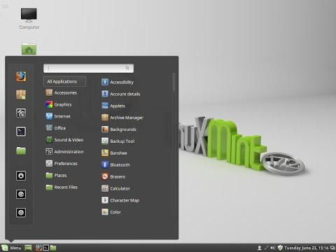 """Linux Mint 17.2 64bit """"Rafaela"""". Cinnamon desktop."""
