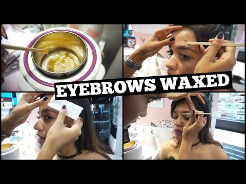 Getting My Eyebrows Waxed at the Benefit Brow Bar | Vlog