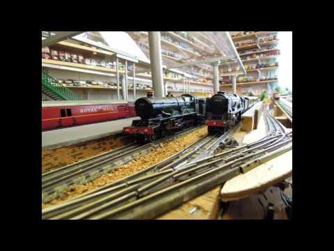 Working Hornby Dublo three rail layout
