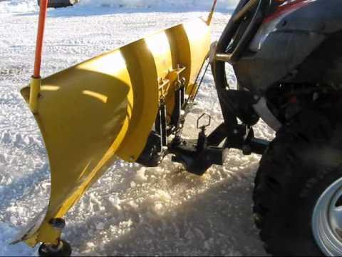 ATV Honda Rincon 680 homemade plow .wmv