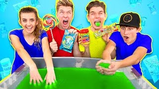 SOUREST GIANT GELLI BAFF IN THE WORLD CHALLENGE!! Warheads, Toxic Waste (EXTREMELY DANGEROUS)