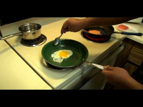 How to Make a Salmon Benedict With a Egg Over Easy