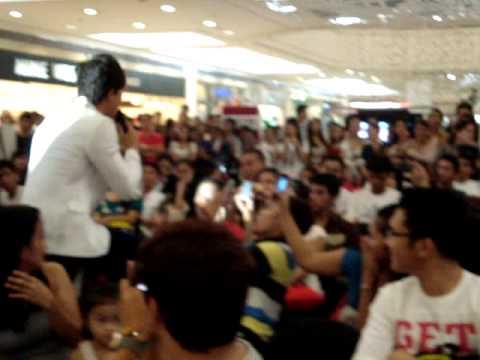Ronnie Liang @ Gateway  Mall  Araneta  Center