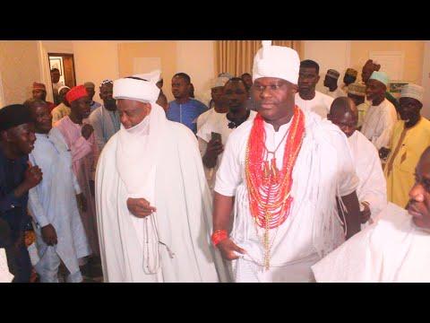OBA ADEYEYE OGUNWUSI SHOW SULTAN OF SOKOTO THE NEW PALACE OF OONI OF IFE