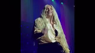 Kesha performing live at Rainbow Tour 2017 - Boston (Snapchat clips)