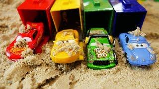LOS COLORES - Juguetes de Disney Cars 3   Puente para los coches de Disney  Canciones para niños