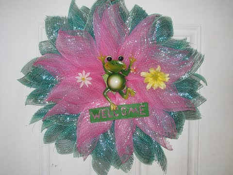 How To Make Carmen's Daisy Frog Wreath