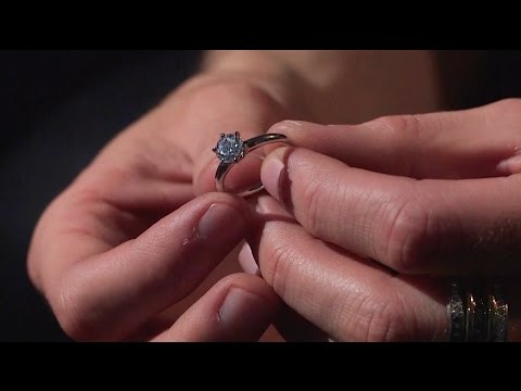 How to choose an engagement ring: picking a ring style