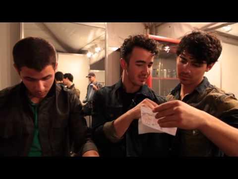 Os Jonas Recebem um Presente Especial!