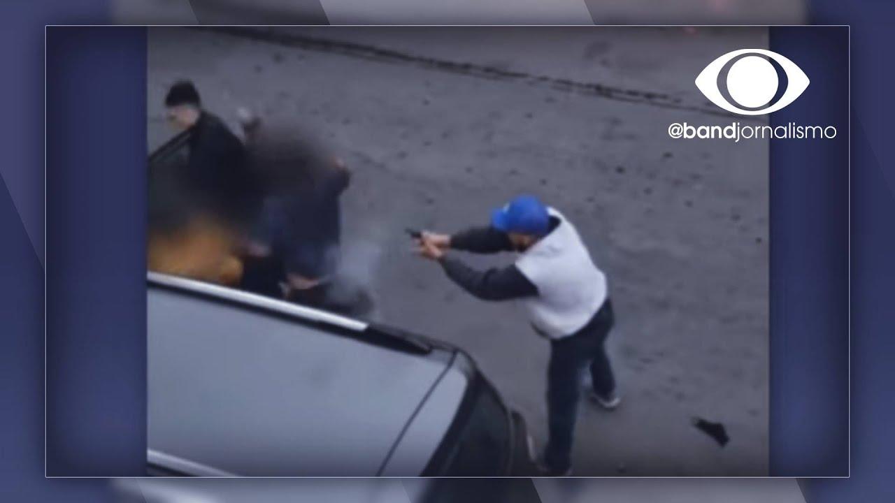 Menino de 10 anos enfrenta ladrão para defender a mãe
