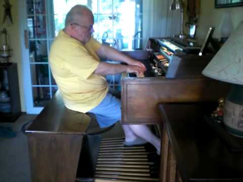 Mike Reed plays 2 hits from Glenn Miller on the Hammond Organ