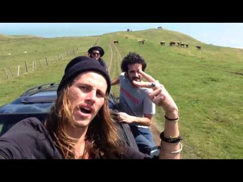 THE KIWI RIDE - New Zealand on the cheap - EPISODE 1 : Raglan !