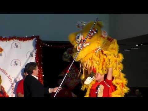 Lion Dance- Mayor John Tory Feeds The Lions!